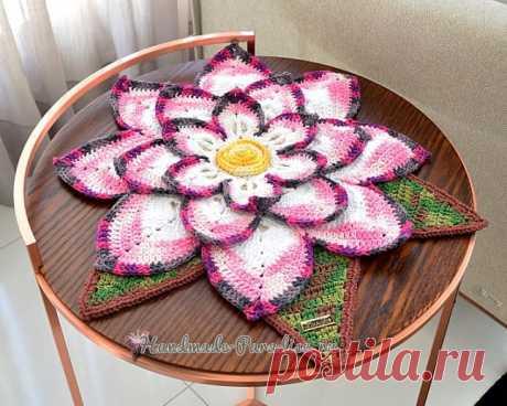 Декоративная салфетка «Волшебный цветок»