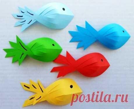 Объемная рыбка из цветной бумаги