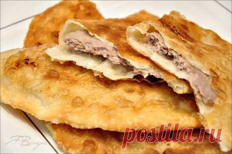 Чебуреки с мясом (очень удачное хрусткое тесто).