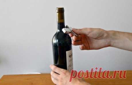 Зрелищный способ открытия винной бутылки при помощи зажигалки