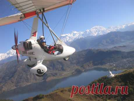 By choosing a tour to Nepal, you will become the main character of your unforgettable adventure and new discoveries. You will find out that this is a country where the daily life of people in most settlements is not much different from the medieval era, you have to walk here not only for pleasure, but because most of the territory has no roads, and most Nepalese have no cars.