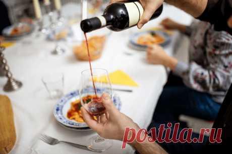 Простой заработок сидя в интернете, которого хватает прокормить семью еще и на вино остается.