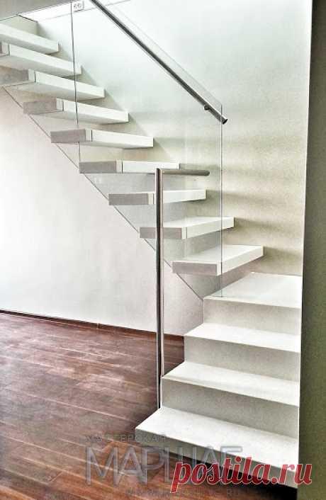 Изготовление лестниц, ограждений, перил Маршаг – Лестница на консольных ступенях со стеклом