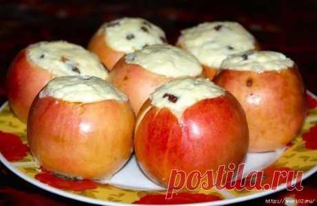 """Как запечь низкокалорийный десерт """"яблоки с творогом""""."""