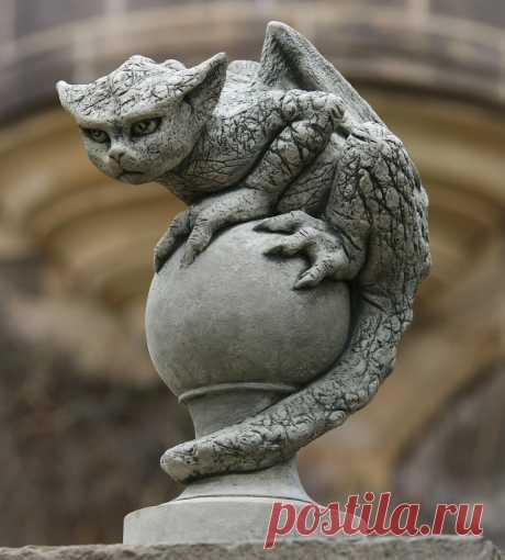 Гаргульи бывают милыми.  Уличные скульптуры в Санкт-Петеобурге https://vk.com/sculpture_na_zakaz_spb  #скульптура #скульптураспб #скульптуры #скульптурыспб #статуя #статяспб #статуи #статуиспб