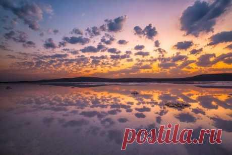 Доброе утро! Рассвет на Кояшском озере. Опукский заповедник, Крым. Автор фото – Елена Lissa Пахалюк.