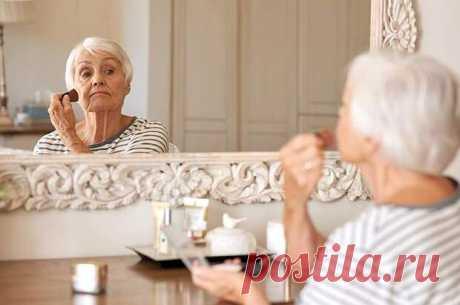 ПРАВИЛА ВОЗРАСТНОГО МАКИЯЖА - Будь в форме! - медиаплатформа МирТесен Многие дамы полагают, что после пятидесяти краситься вроде как и ни к чему. Впрочем, есть и другая крайность – наносить не по годам яркий и броский мейк-ап. И то и другое выглядит удручающе, сильно старит или, что ещё хуже, делает смешными и нелепыми. Как избежать досадных ошибок? Пользоваться на