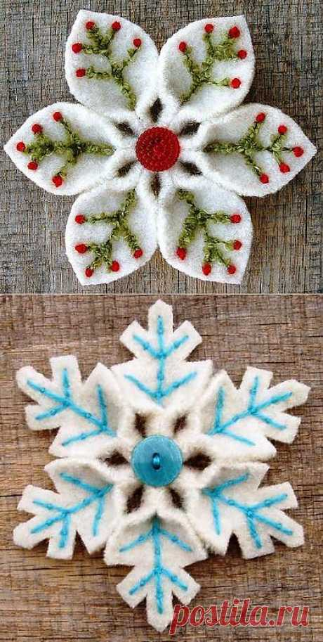 Снежинки из фетра  Фетр – благодатный материал для различных поделок. Идеально подходит для создания снежинок своими руками. Работают с таким материалом, как и с бумагой – складывают квадрат в несколько раз и вырезают различные узоры. А можно сделать снежинку из нескольких деталей, например вот так: