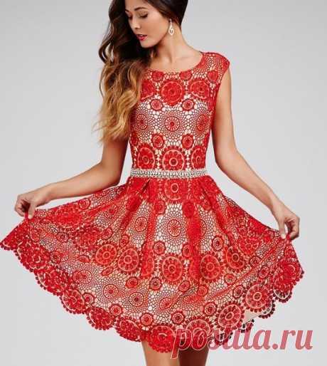Платье из круглых мотивов крючком