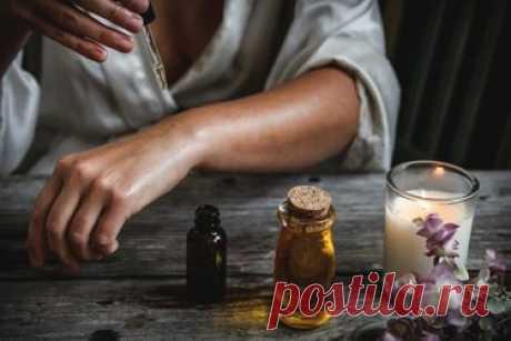 Касторовое масло и еще 15 средств от папиллом: безопасные способы избавиться от проблемы Какие только средства не применяют от бородавок: уксус, лаванду, куркуму и касторовое масло от папиллом, витамины или примочки. Разбираемся, насколько эффективно такое лечение и могут ли домашние средства усугубить ситуацию. Что такое папилломы и бородавки. Это небольшие образования с грубой текстурой кожи, вызванные вирусом папилломы человека (ВПЧ). Внешний вид зависит от их расположе...