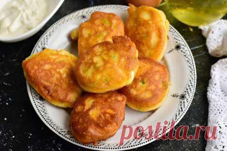 Ленивые оладьи на кефире с луком и яйцом: рецепт с фото пошагово
