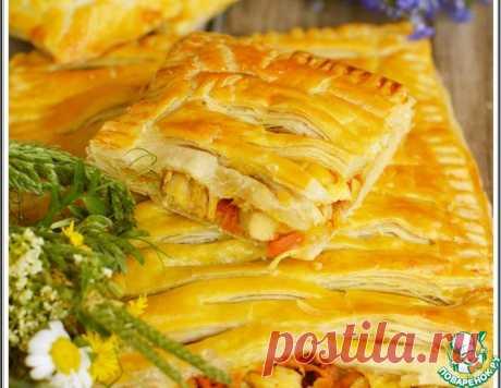 Пирог из слоеного теста с курицей – кулинарный рецепт