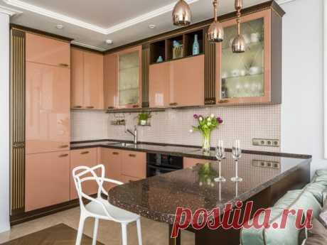 В гостях: Интерьер с шоколадной кухней и необычной планировкой