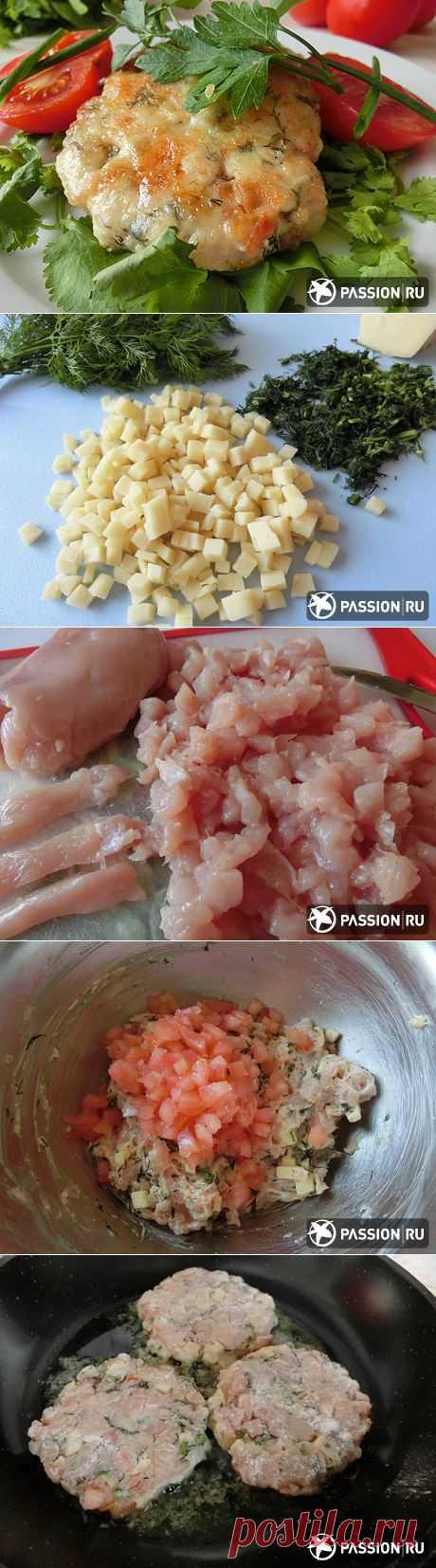 Куриные оладьи с сыром и помидором | passion.ru