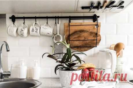 Самые крутые новинки от ИКЕА, которые моментально преобразят вашу кухню Представляем подборку новинок, с которыми ваша кухня станет удобнее. Светодиодный софит «Митлед» Если вы хотите, чтобы ваша посуда заиграла на свету, то вам точно понадобится эта удивительно функциональная новинка. Светодиодный софит «Митлед» поможет эффектно подчеркнуть шкафы со стеклянными дверцами и расположенную внутри них утварь. Подсветка не только создаст уютную атмосферу на кухне благодаря бело...