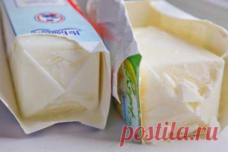 La crema-chiz de casa. ¿No sabéis como simplemente preparar el queso del kéfir?! ¡Ahora sabéis! ¡Prueben obligatoriamente!\u000d\u000aEn 100грамм - 51 kkalB\/Zh\/U - 3.4\/2\/4.7\u000d\u000a\u000d\u000aLos ingredientes:\u000d\u000aEl kéfir - 1500 g\u000d\u000a\u000d\u000aLa preparación:\u000d\u000aDirectamente en las cajas enviar el kéfir en la congeladora no menos, que para 12 horas. Cuando el contenido de las cajas será por completo firme, sacar de las cajas. Colocar a la gasa, doblada en las capas alguna, sobre cualquier capacidad. Dejar derretirse (no menos, que para 12 horas). Que más largamente la masa nahodits...