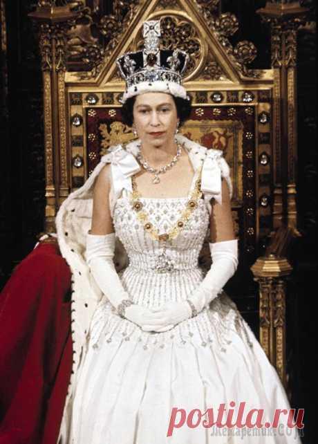 Королева века. Любовь, скандалы и личные тайны Елизаветы II 68 лет назад, 2 июня 1953 года, была официально коронована королева Великобритании Елизавета II. Она взошла на престол в 25 лет и на сегодня является самым долгоправящим монархом за всю историю Велико...