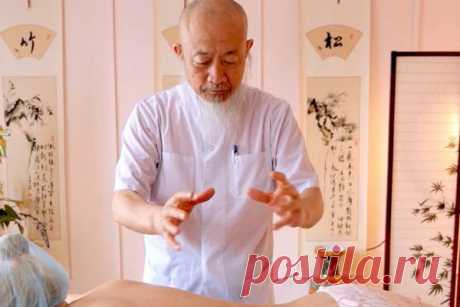 «Остеохондроз не любит, когда вы делаете так…» — говорит китайский врач Tweet Прислушайтесь к восточной мудрости. Китайская медицина учит, что терпеть боль — неправильно, ведь любое состояние, сопровождающееся болью, разрушает нервные окончания и клетки мозга. Если вы переживаете приступ боли, необходимо принять все возможные меры для его устранения: это действительно вредно для всего организма. Вот 9 способов избавиться от болей при остеохондрозе: 1. Поза дитя. Применяется …