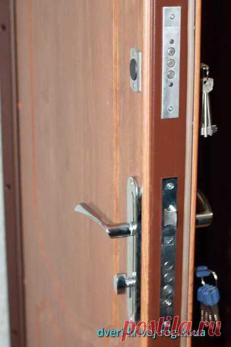 Входная Дверь Медиум - это экономная модель, выполняемая как в внешнем варианте, так и для использования во внутренней части строения. Полотно стальной двери собрана из проката толщиной 1 миллиметр. С двух сторон створки прикреплены в классическом стиле панели. Стоимость металлической двери Медиум - 4600 гривен.  Входные Двери Медиум https://dveri-krivoj-rog.kr.ua/vhodnaya-dver-medium/