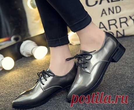 Женские оксфорды, с чем носить такие туфли - фото модных сочетаний. Стиль одежды унисекс очень практичен. Современные девушки ведут очень активный образ жизни, поэтому они стараются выбирать для повседневной жизни удобную обувь, оставляя шпильки только для особых случаев и романтических свиданий. Большинство красивых женских нарядов лучше всего смотрятся с такой обувью, как туфли. Будь то деловой костюм, незатейливое платьице или стильная юбка — без модных хороших туфель вам не обойтись.