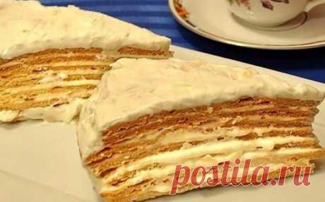 Торт «Пражский коктейль». Нежныйи мягкий Очень необычный и вкусный торт, нежный, мягкий. Для приготовления вам потребуются такие ингредиенты: — мука, 500 г; — мед, 3 ст.л; — сода, 1 ч.л; — сахар, 150...