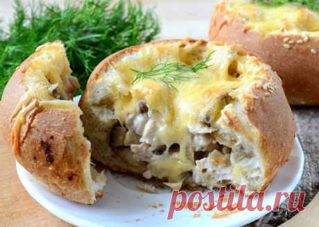 Жюльен в булочках: Вкусно и оригинально Предлагаем рецепт жульена, который готовится в булочках. Очень красиво и вкусно!