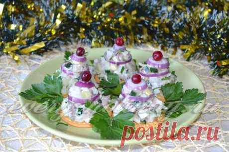 Snack from squids on a holiday table: photo recipe
