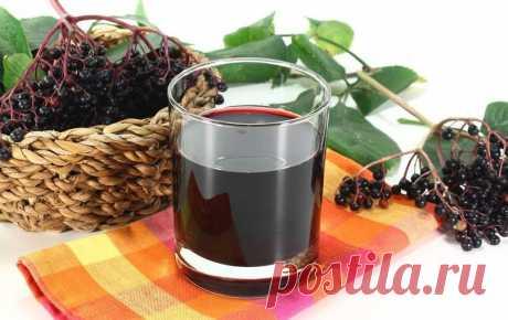 """Домашнее вино из черноплодной рябины без дрожжей   Журнал """"MY HOME LIFE"""" Вино из черноплодной рябины – замечательный алкогольный напиток, который не только имеет приятный вкус, но и представляет огромную пользу для человеческого организма. Он станет отличным дополнением к легким десертам или сладкой выпечке. Всего один выпитый бокал такого напитка заметно приподнимет настроение и заставит быстрее течь кровь по венам..."""