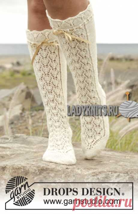 Красивые ажурные гольфы спицами «Мария Антуанетта» от Drops
