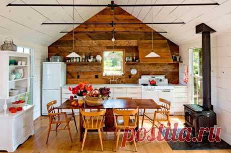 Как оформить интерьер кухни на даче? Нюансы оформления дачной кухни. Рекомендации по отделке, выбору мебели, техники, мойки, освещения, декора и текстиля. Фото в разных стилях и лайфхаки для маленькой кухни.
