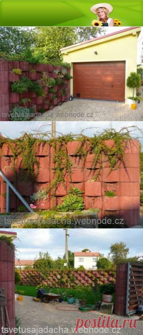Забор из бетонных блоков :: Цветущая дача