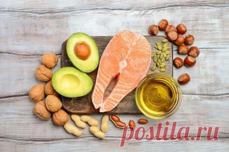 Жиры – полезные или вредные? - Все обо Всем Разбираемся, какие виды жиров бывают и так ли они страшны, как говорят. Жиры – необходимый компонент питания, который выполняет множество функций: дает нам энергию, стимулирует мозговую деятельность, служит строительным материалом для клеток и тканей, участвует в усвоении витаминов A, D, E, K, помогает регулировать обмен веществ. Поэтому есть жиры можно и даже нужно. Главное – …