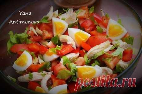 Как приготовить диетический салатик с куриной грудкой, овощами и яйцом - рецепт, ингредиенты и фотографии