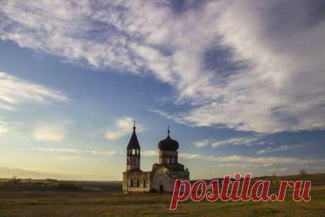 Пустая церковь среди полей | Это нужно видеть | Яндекс Дзен