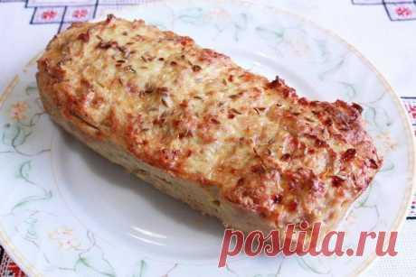 """""""Хлеб"""" из куриной грудки: идеален для ПП-сэндвичей! на 100грамм - 131.44 ккалБ/Ж/У - 14.14/7.24/2.61  Ингредиенты: Фарш куриный 400 г 1 яйцо (у нас 2 желтка) 1 луковица Сыр маложирный твердый 100 г Помидор 1 шт. Томатная паста 1-2 ст. л. Зелень Соль, перец и зира по вкусу  Приготовление: Порежем лук кубиком и тушим в водичке. Фарш перемешаем с остывшим луком, яйцом, солью и специями. Порежем половину или чуть больше сыра маленькими кубиками, помидор кружками. Добавим сыр и..."""