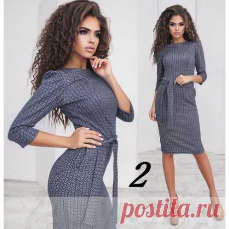 Трикотажное платье с тонким поясом