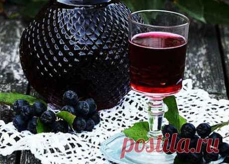Настойка из черноплодной рябины в домашних условиях - 7 рецептов