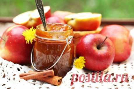 Яблочное варенье с корицей - Эфария Ароматное и вкусное яблочное варенье с корицей будет отличным дополнением к завтраку. Да и просто так к чаю или в выпечку варенье тоже уходит на ура. Ингредиенты: 3 кг очищенных яблок 4,5 ст. сахара 1/3 ст. лимонного сока 1-2 ст. л. корицы Почистите и нарежьте яблоки. У вас должно получиться 3 кг. Сложите яблоки в