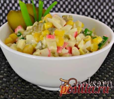 Крабовый салат без риса с маринованными огурцами фото рецепт приготовления