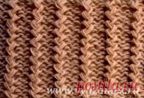 Итальянская резинка - образец узора с перемещением петель, связанного спицами