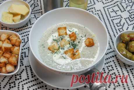 Крем-суп из шампиньонов со сливками и соусом Бешамель
