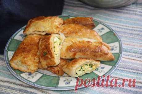 Пирожки с луком, яйцом и рисом / Простые рецепты
