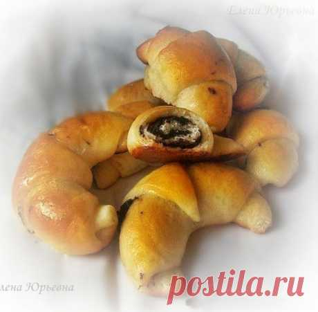 Рогалах - это популярная еврейская сдоба, полная сладкой шоколадной начинки и пропитана сиропом, райское наслаждение для сладкоежек.
