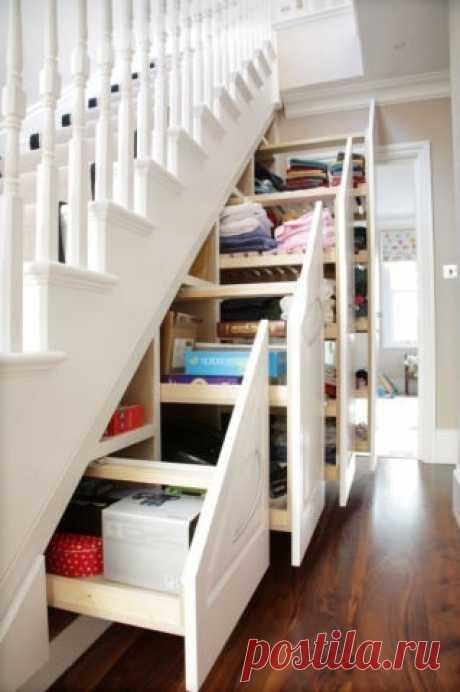 Используем место под лестницей