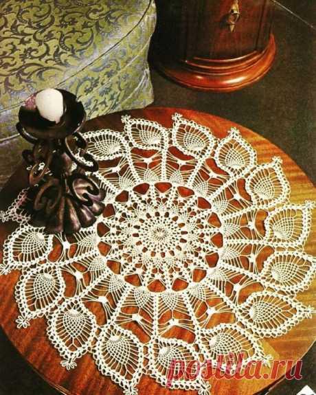Оригинальная круглая салфетка крючком. Схемы. / knittingideas.ru