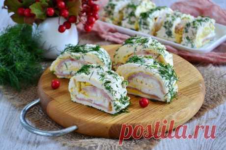 ¡La carne bien cocida - el plato principal de la mesa de fiesta!