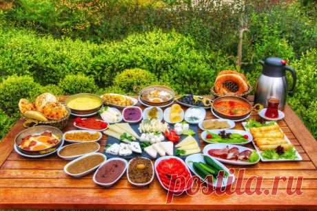Греческая кухня  | Вкусные рецепты - готовим дома  Греческая кухня имеет много общего с кухнями стран-соседей ... Греческая кухня – типичная кухня юга. Она отличается простотой, полезными сочетаниями мяса и овощей,