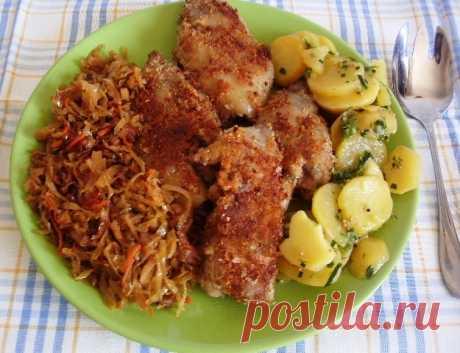 Ножки свиные в сухарях с тушеной капустой и картофельным салатом. для моих подруг из германии. – пошаговый рецепт с фотографиями