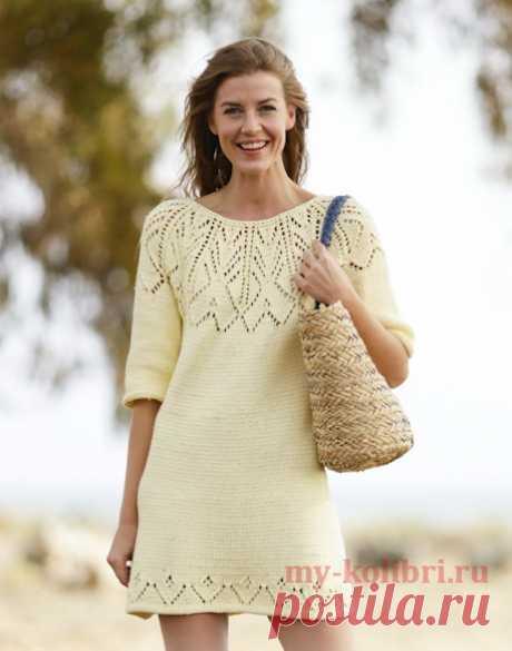 Короткое платье спицами с круглой ажурной кокеткой.
