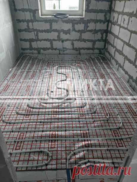 Укладка водяного теплого пола в помещениях небольшой площади на  экструдированный пенополистирол. Лучшая цена укладки теплого пола тут - https://amikta.ru/tepluy-pol/cena-teplogo-pola/